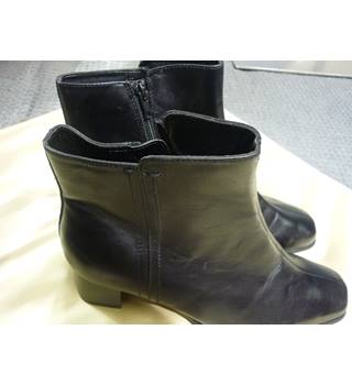 M&S Marks & Spencer - Size: 6 - Black - Boots