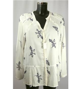 NWOT Per Una size: 16 cream patterned blouse