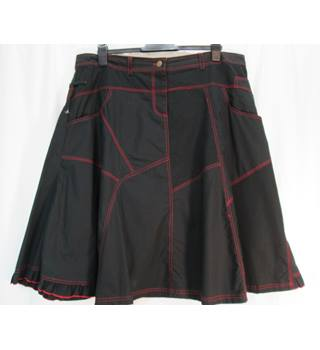 Roman Originals - Size: 20 - Black/red - Knee length skirt