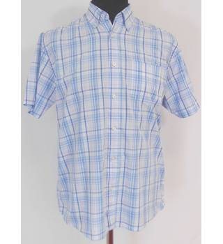 Maine Size M Button Down Collar Short Sleeved Shirt