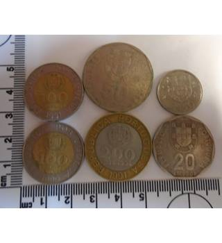 A MIXED LOT OF 6 PORTUGAL ESCUDOS COINS.