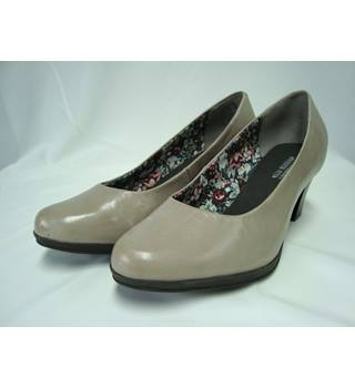 BNWOT Hotter Beige Leather Angelica Shoes- size 6.5""