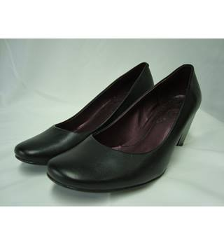 Clarks Black Leather Shoes - size 6D