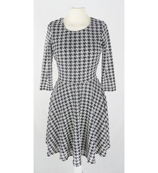 River Island - Size: 6 - Black and White - Retro 1960's Style Dress