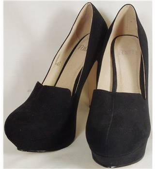 Faith Size 5 Black Suede Platform Sole High Heels