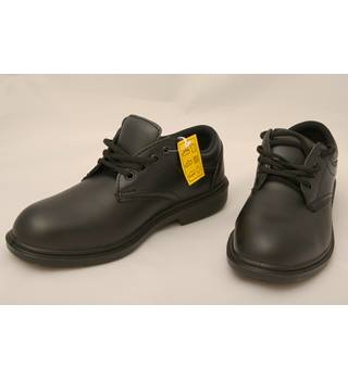 New, smart black safety shoes from arco. Arco - Size: 8 - Black