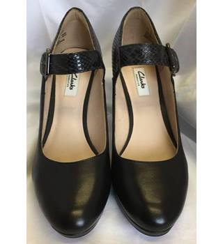 Clarks, size 7E black Mary Jane court shoes