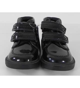M&S Size: 7 Black Girls Kids Trainers