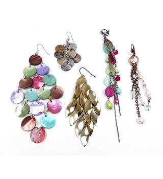 Single shell, metal & bead earrings x 5