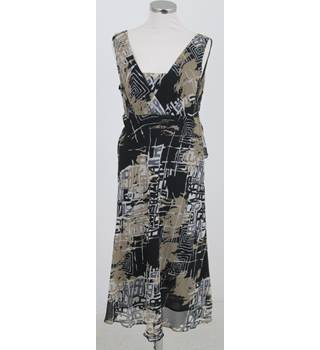 Country Casuals Size:14 black & khaki sleeveless dress