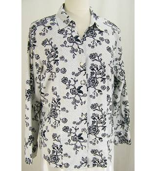 H&M - Size: 20 - Black and White Shirt