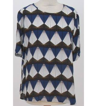 Unbranded - Size: XL Navy Blue, Brown and White Patterned Top