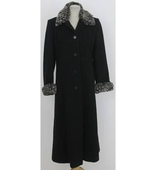 Klass Collection Size: 12 Black with faux fur grey animal print coat
