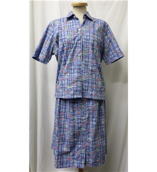 Country Collection size: 16 blue / patterned shirt and skirt suit