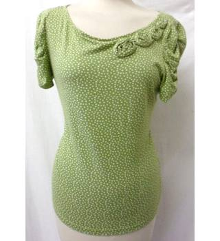Rocha John Rocha - Size: 14 - Pear Green with White Dots - T-Shirt