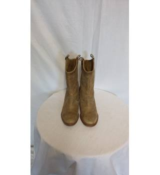 "J shoes size 4 2"" healed boots J SHOE - Size: 4 - Beige - Boots"