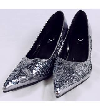 BNWOT After Dark  Shoes - Silver - Size 4 After Dark - Size: 4 - Metallics