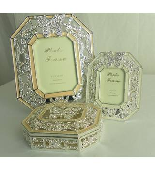 Brand New Matching Photo Frames And Trinket Box