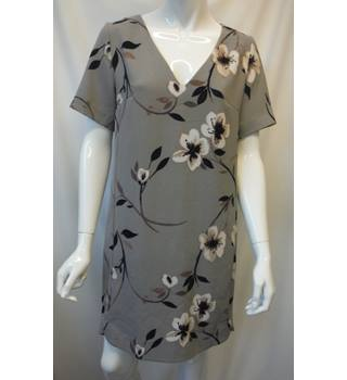 Next Size:12 Taupe Mix Floral Shift Dress