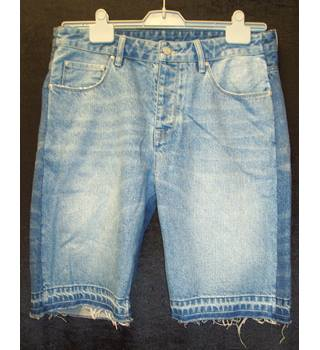 "BNWT ASOS  Size 32"" regular  Distressed blue denim Jeans shorts with unpicked hems and frayed pockets"