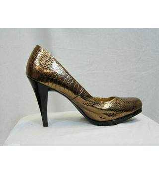 M&S Marks & Spencer - Size: 6 - Metallics - Court shoes