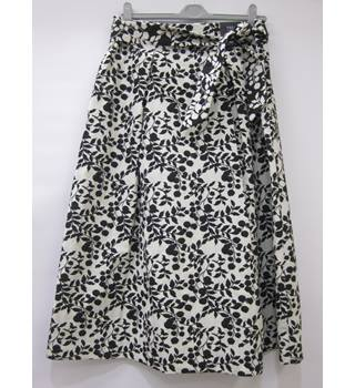 BNWOT M&S Marks & Spencer - Size: 12 - White - Knee length skirt