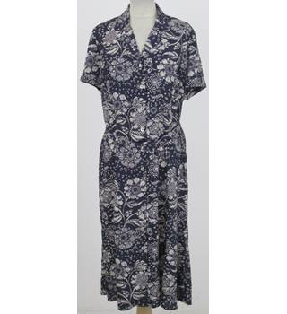 Eastex Size:14 navy-blue floral pattern button-through dress