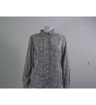 Floral shirt from Per Una. Size 10 Per Una - Size: 10 - Multi-coloured - Long sleeved shirt
