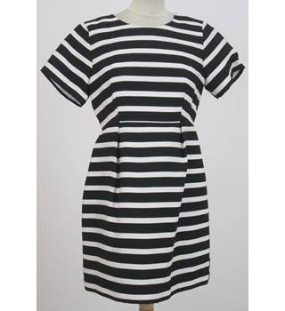 H&M - Size: 10 - Black and white - Knee length dress
