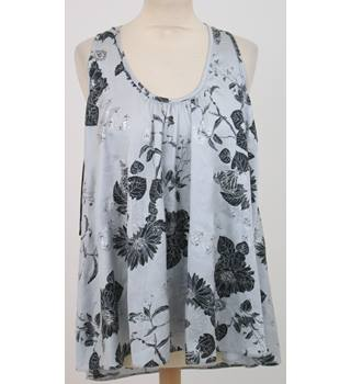 BNWT Dorothy Perkins - Size: 14 - Grey,Sleeveless Top with Black Floral Print
