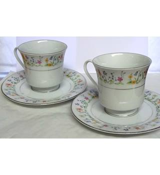Two Cups with Saucers - Liling - Silver Lined