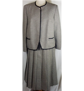 Vintage Eastex size 16 hounds tooth check skirt suit