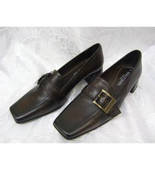 Sally O'Hara - Women's Court Shoes - Size 5- Leather-Brown in colour