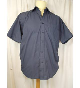 Tom Hagan size M shirt
