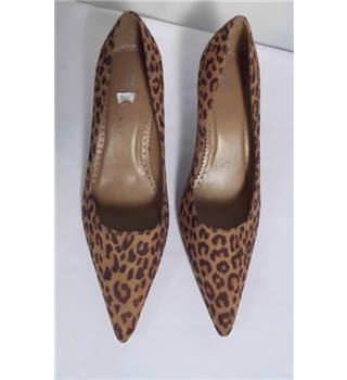 NWOT M&S size 5.5 animal print court shoes