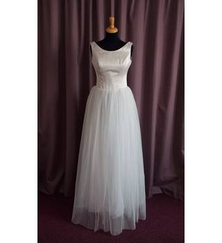 Alan Hannah, Sleeveless Wedding Dress, Size 10
