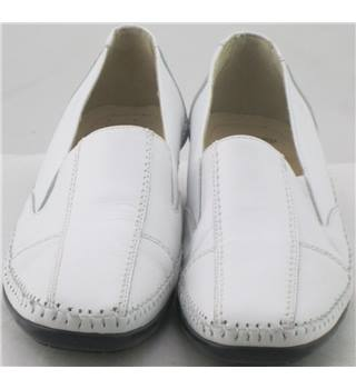 Fly Flot, size 6.5/40 white leather slip on shoes