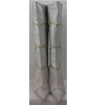 BNWT Faithsolo by El Dantee, size 7/42 off white/gold leather boots