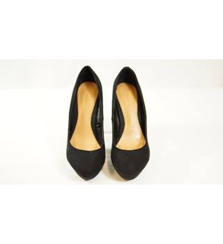 Stradivarius Size: 4 Black Heeled shoes