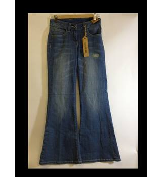 Brand new Dorothy Perkins size 6 Short Flared Jeans Dorothy Perkins - Size: XS - Blue - Jeans