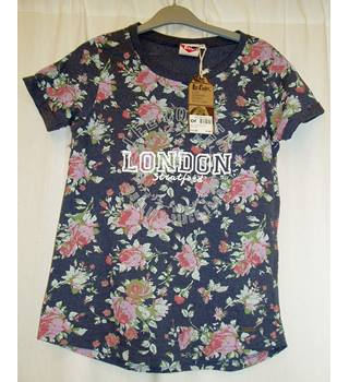 BNWT Lee Cooper Size 11 - 12 Years, navy blue (denim marl) T-Shirt with floral print and Lee Cooper LONDON Stratford