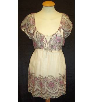 BNWT Red Herring - Debenhams Size 12 Ivory puff cap sleeve semi transparent Mini dress with slip in ethnic print with sequins