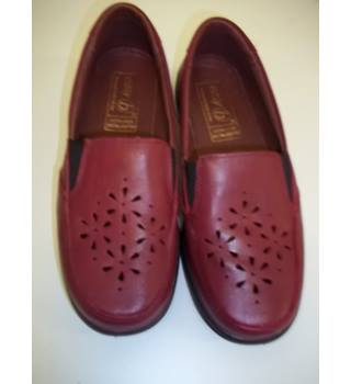 Easy B - Size: 4H - Red - Loafers