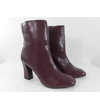 M&S Marks & Spencer - Size: 7.5 - Burgundy - Boots