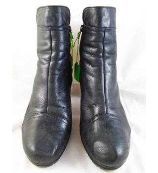 Hogl Size 7 Black Leather Boots
