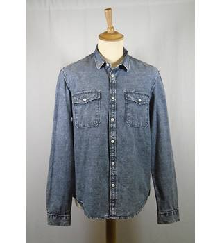 Cedar Wood State Size: M  Grey Long Sleeved Shirt