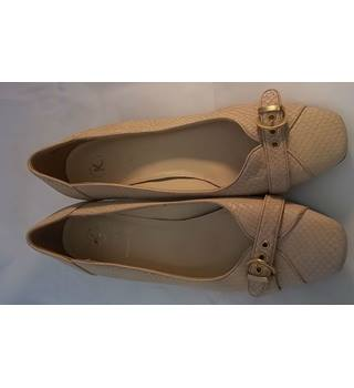K shoes - Size: 5.5 Wide fit - Cream Leather- Court shoes