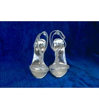 Alisha Hill Tyra - Silver T-Strap Slingback Shoes - Size: 6M