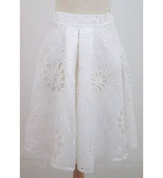 Celebrity Donation by Fearne Cotton Olivia Rubin, size S white cut out floral skirt