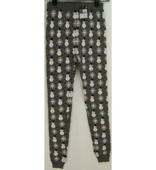 BNWT Atmosphere Size: 8 Grey with Snowman and Snowflake Pattern Leggings
